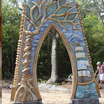 Large outdoor archways of architectural ceramics by ceramic masters Peter King and Xinia Mar¡n